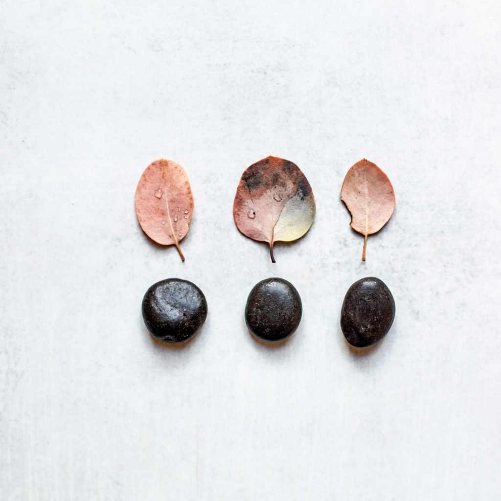 3 black crystals for grounding