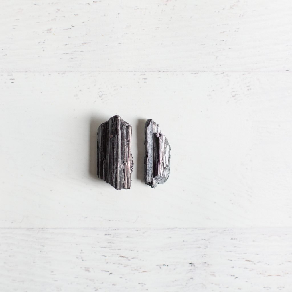 blac tourmaline crystals for grounding