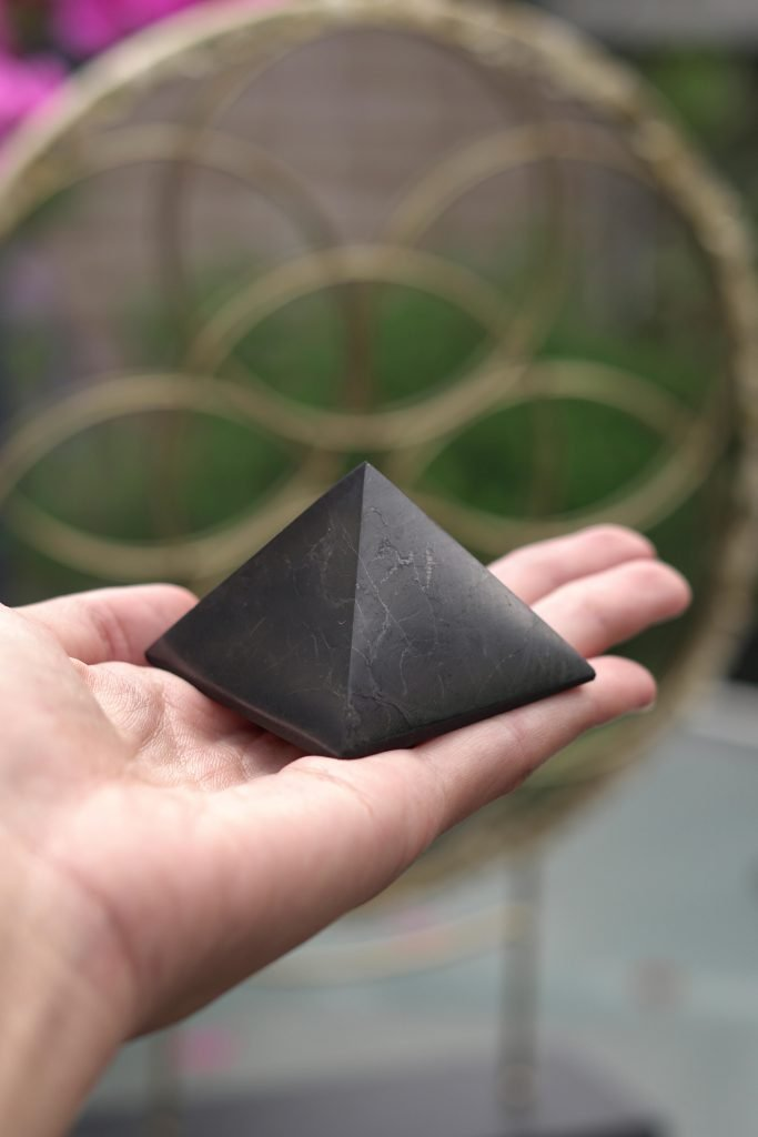 shungite crystals for grounding