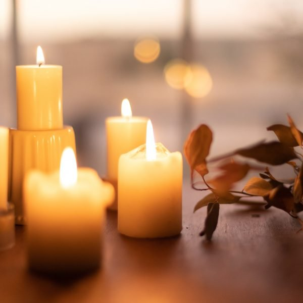 candels and fall leaves for hygge